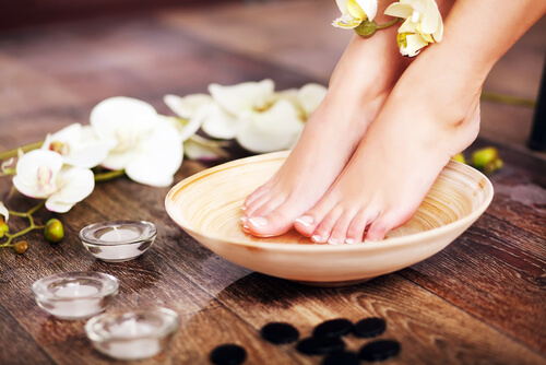 4 Natural Ingredients for A Monsoon Feet-Care Regime