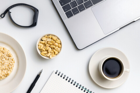 5 Snacks that you can munch on while working