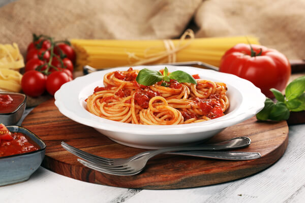 whole-grain-spaghetti-with-tomatoes-and-garlicky-vegetables