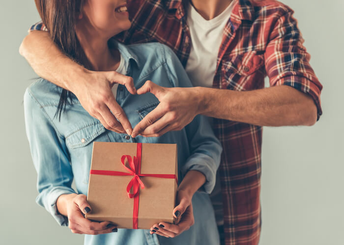 10 Anniversary Gift Ideas for Your Couple Friends